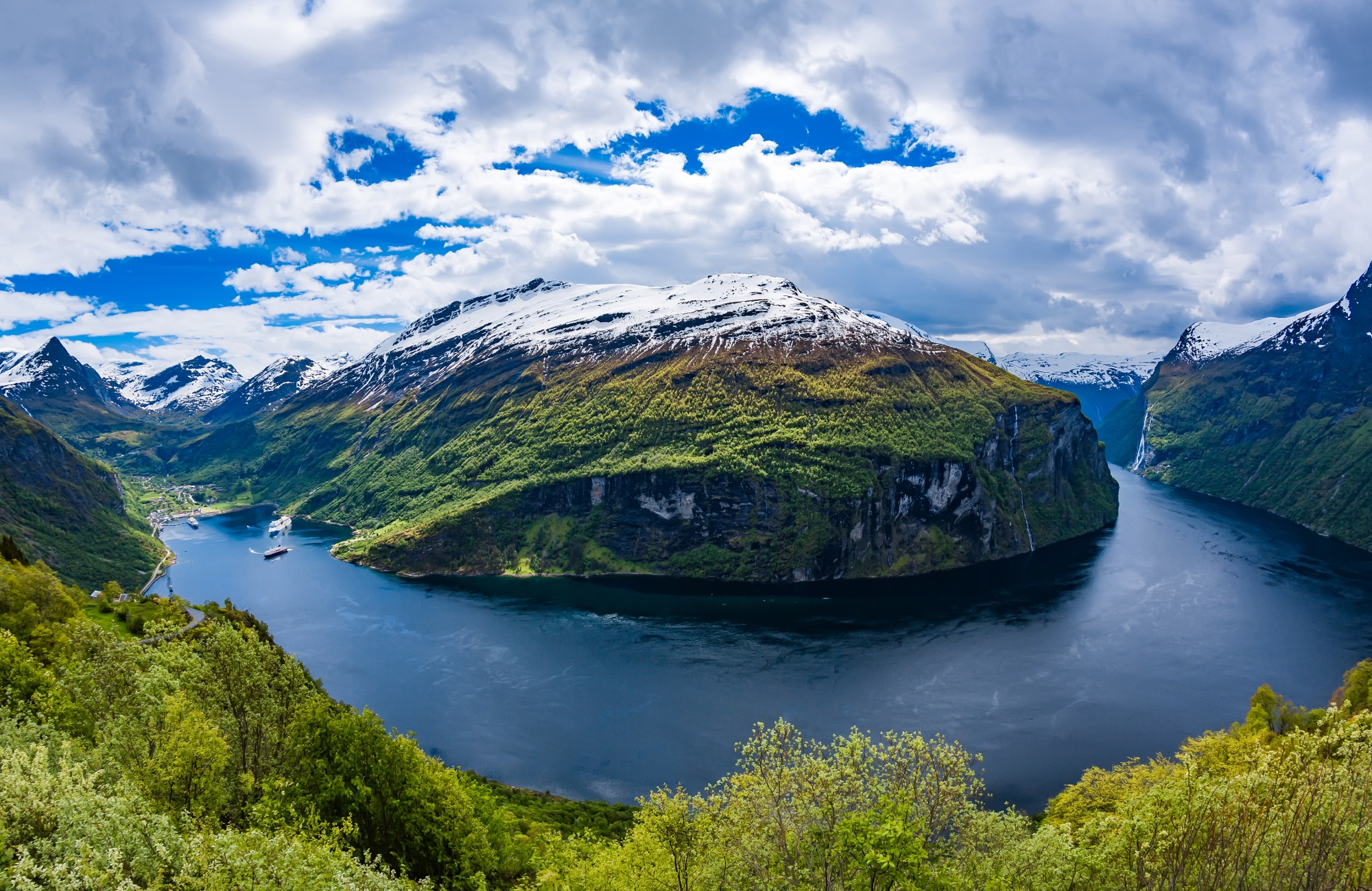 shutterstock_386621515_geiranger-fjord-recoupee