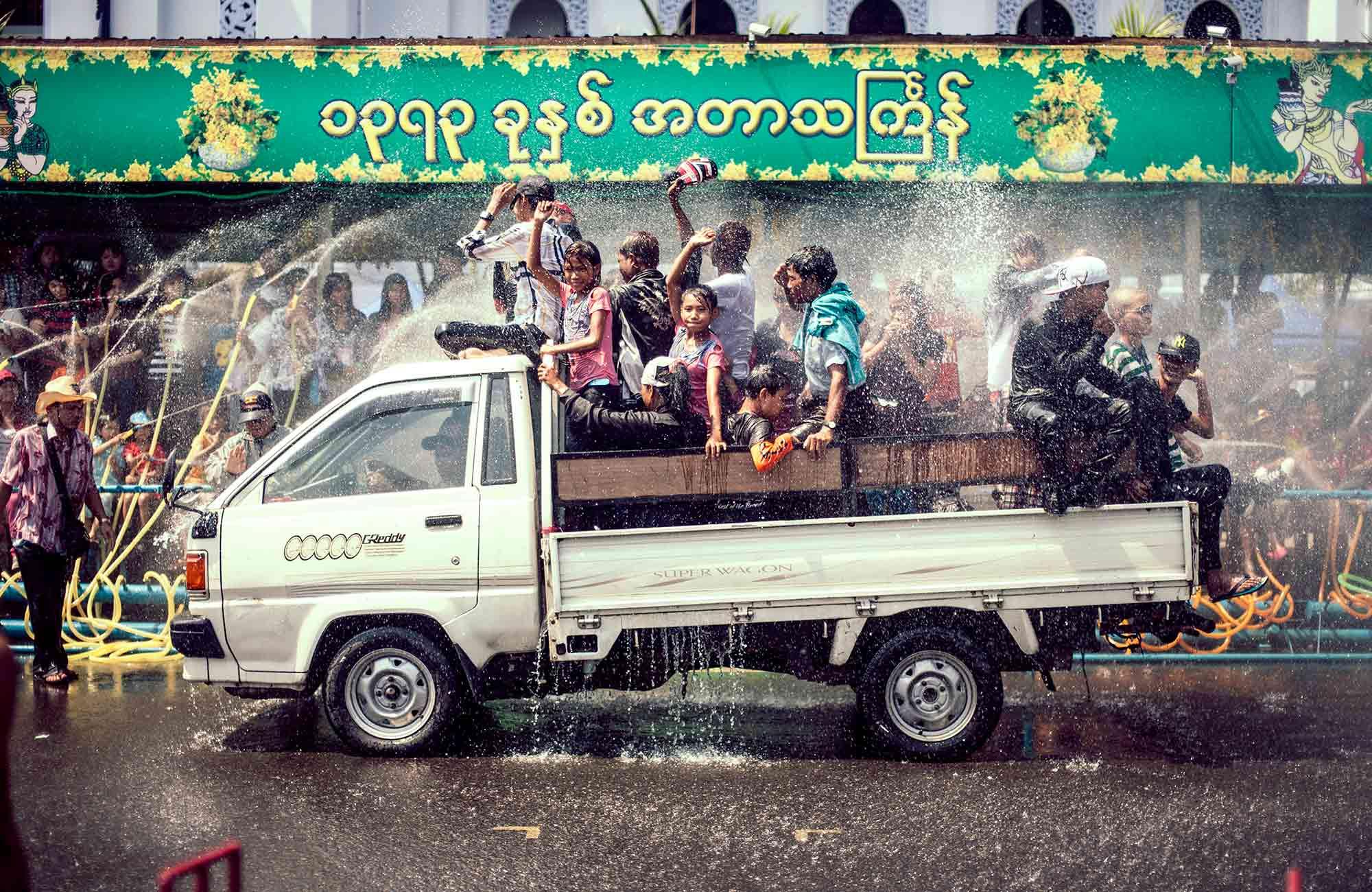 Voyage Birmanie-Myanmar - Fête de l'eau Water Festival - Amplitudes