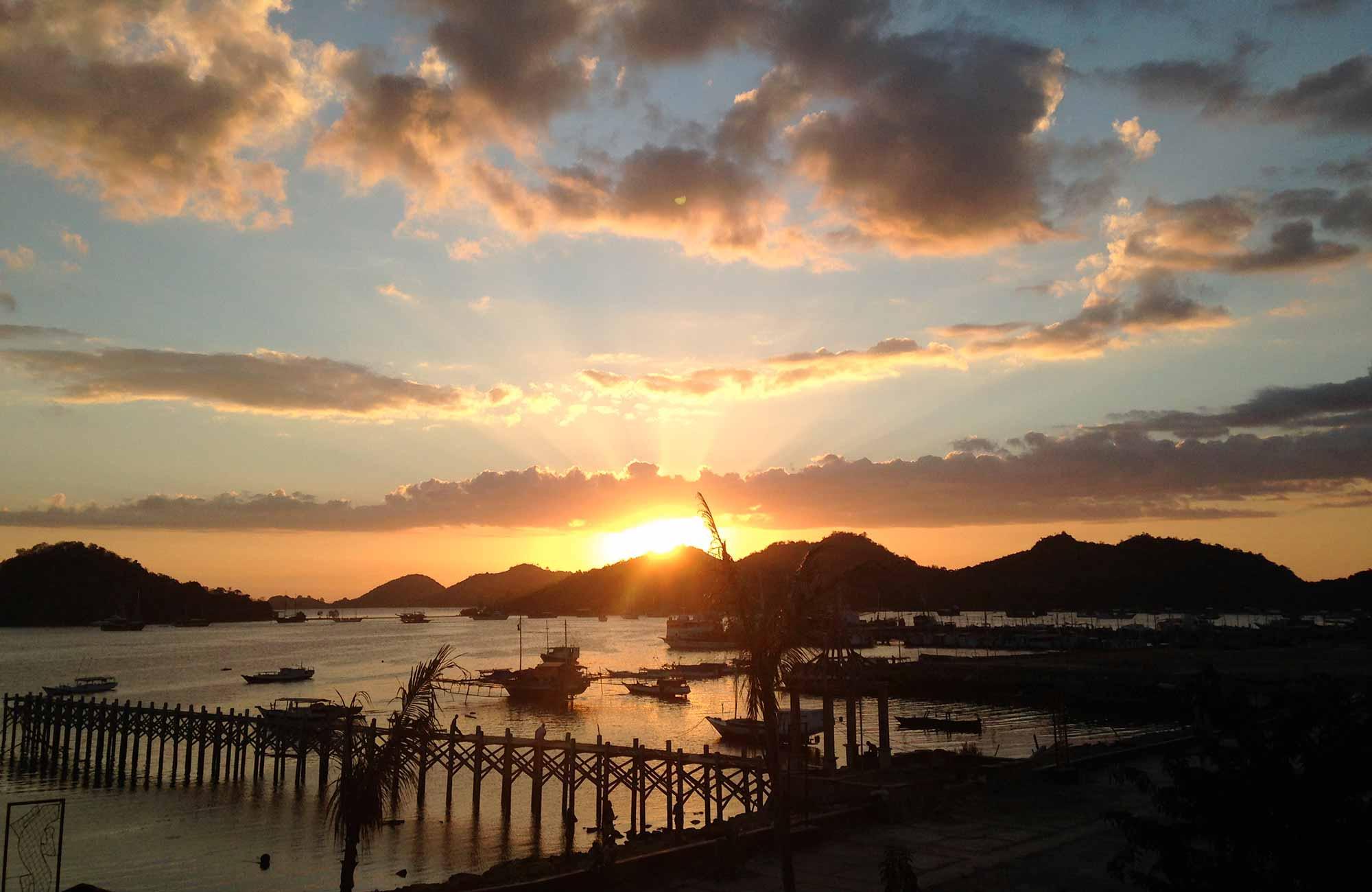 Voyage Indonésie - Coucher de Soleil île de Florès - Amplitudes