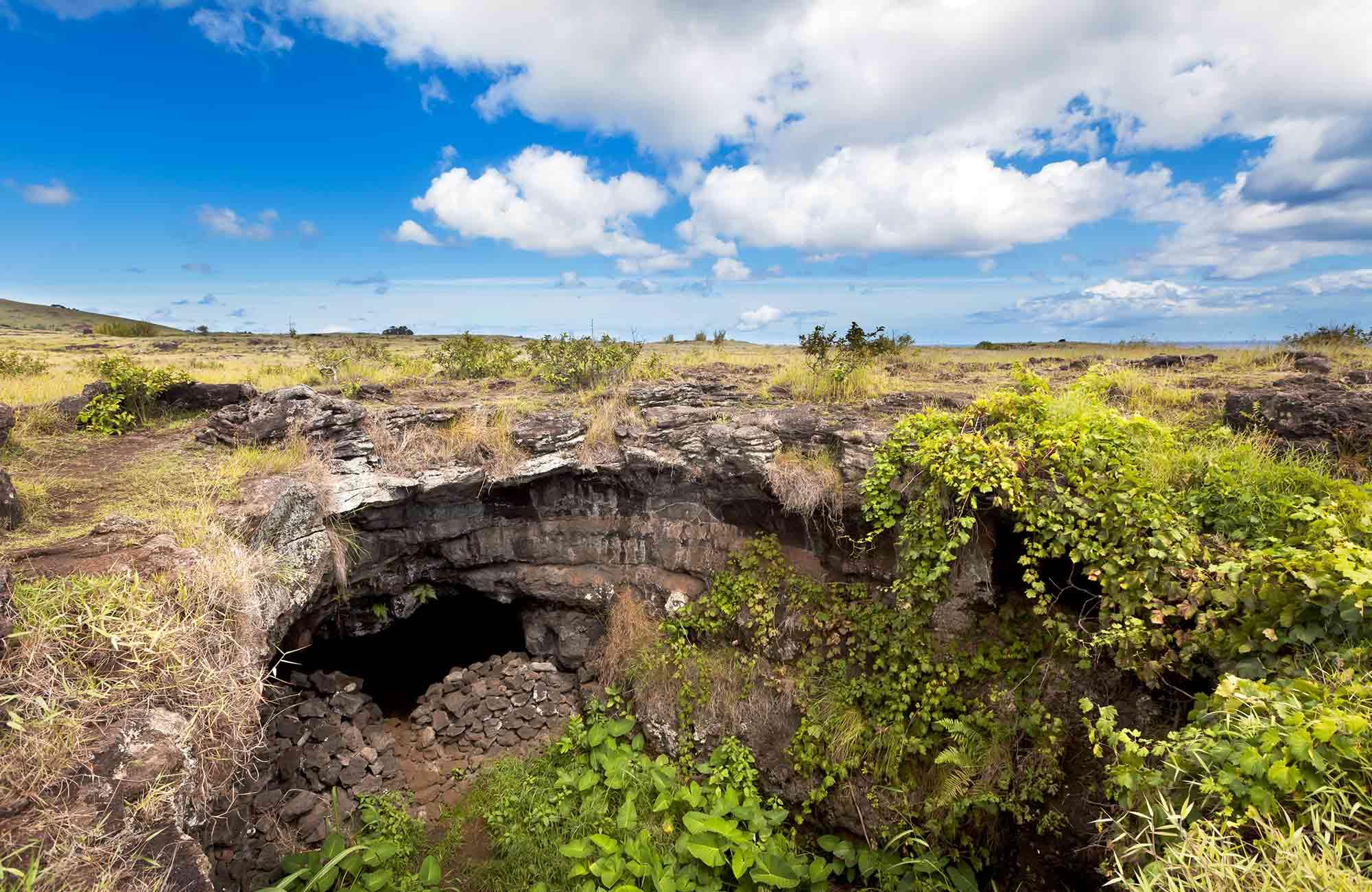 Voyage Ile de Pâques - Grotte Ana te Pahu - Amplitudes