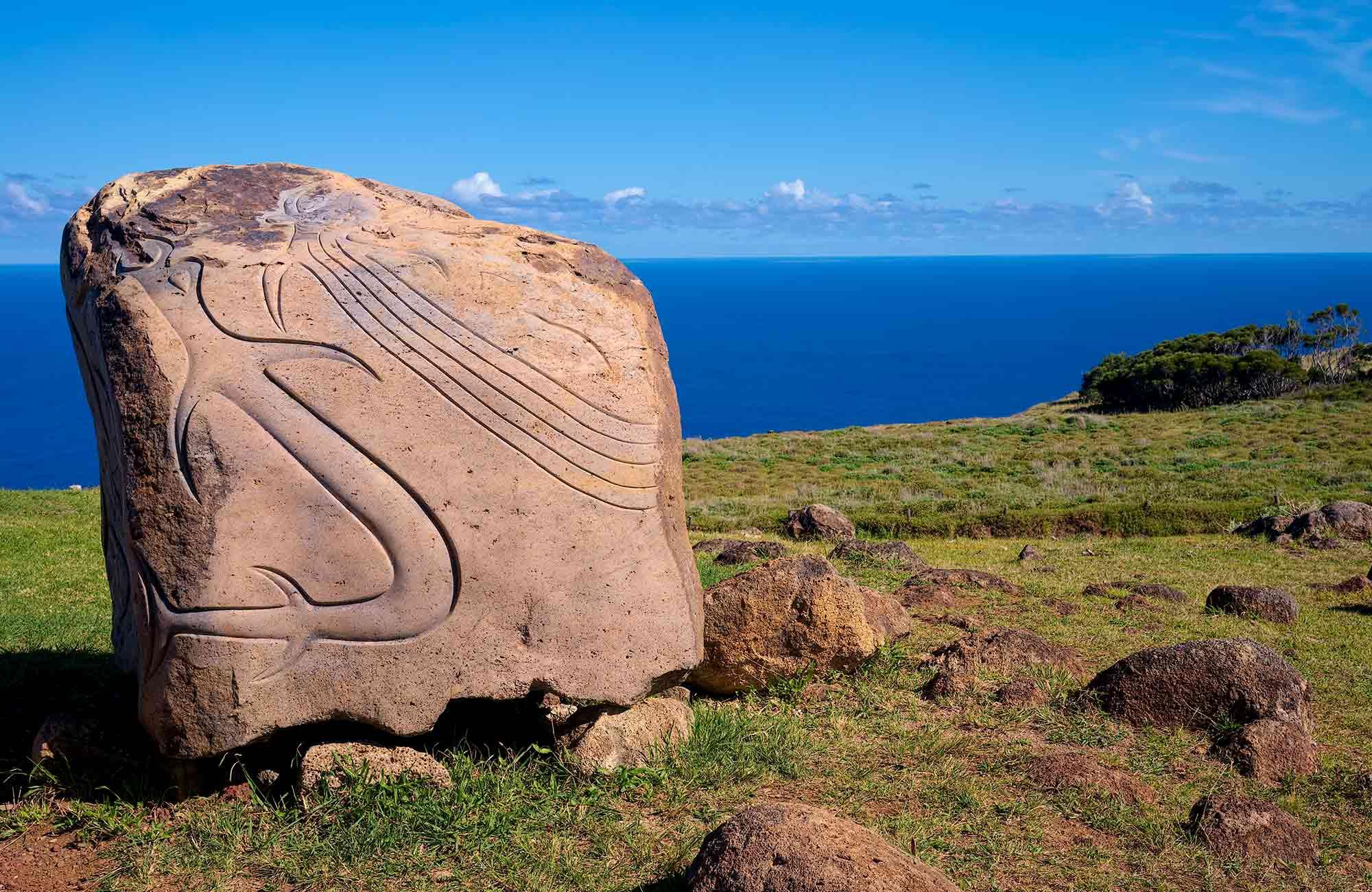 Voyage Chili - Orongo stèle Homme-Oiseau - Amplitudes
