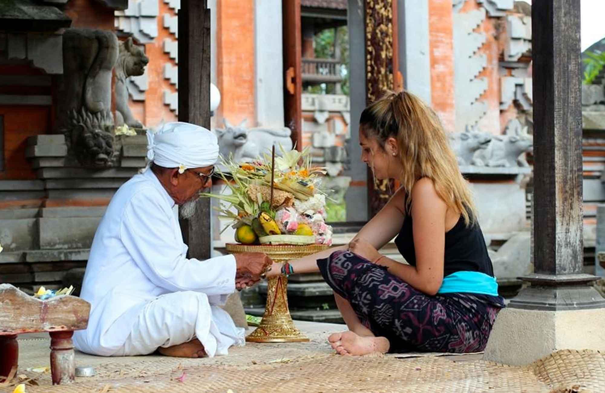 Voyage Indonésie - Prière Bali - Amplitudes