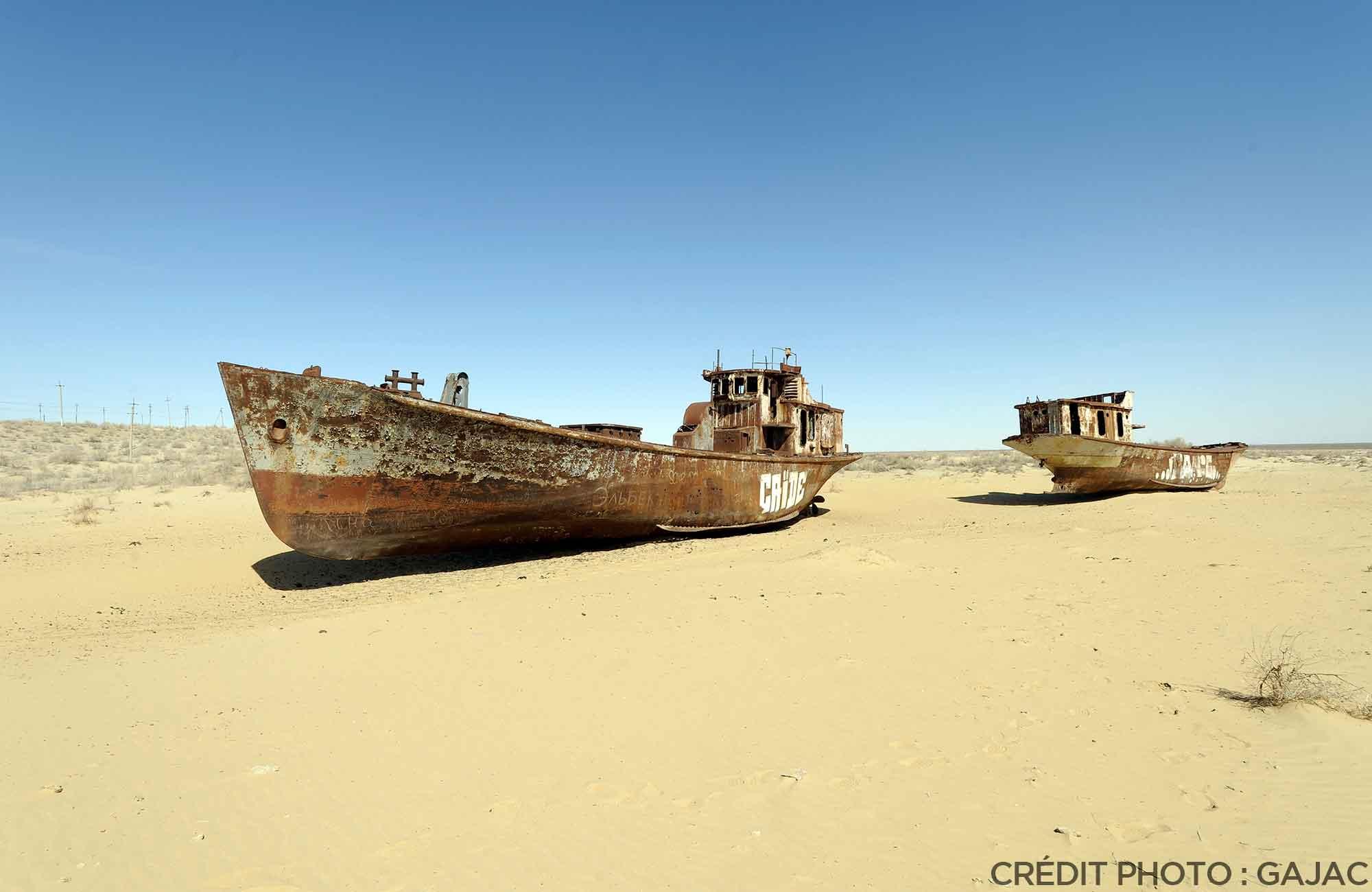 Voyage Ouzbékistan Route de la Soie - Cimetère de bateaux mer d'aral - Amplitudes