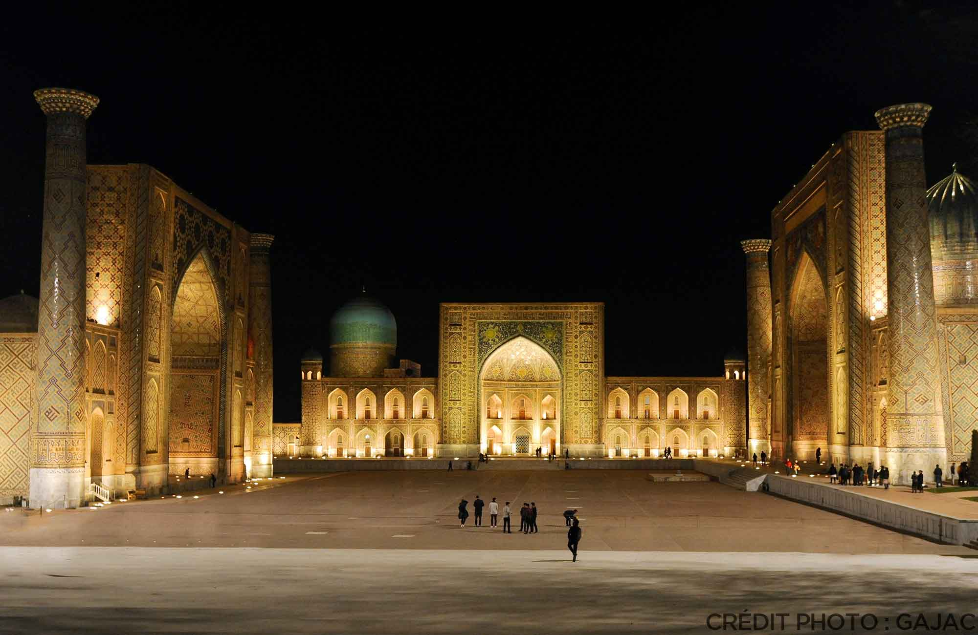 Voyage Ouzbékistan Route de la Soie - place du Registan Samarcande - Amplitudes