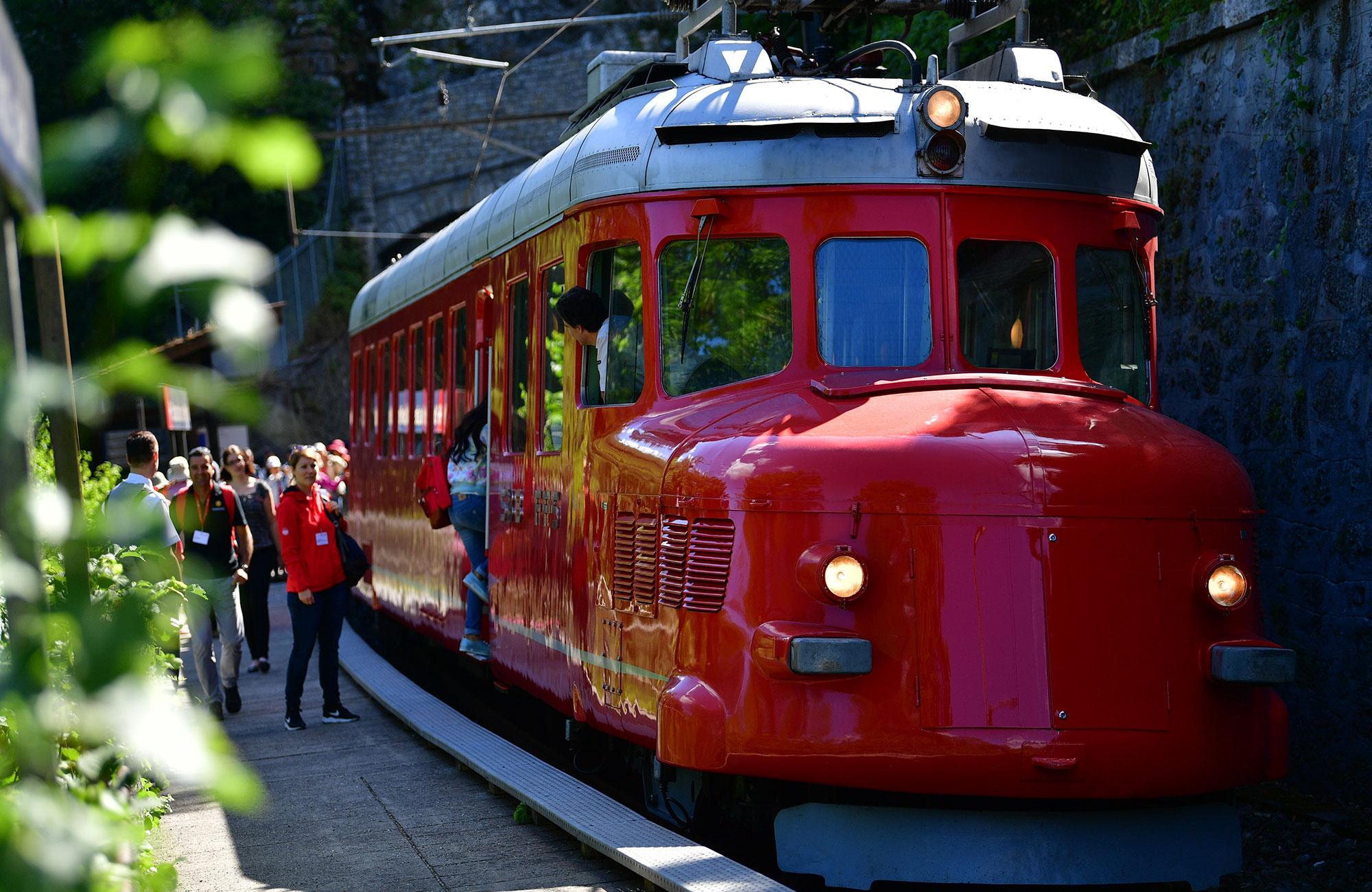 Voyage MICE Suisse - Train flèche rouge Churchill - Amplitudes