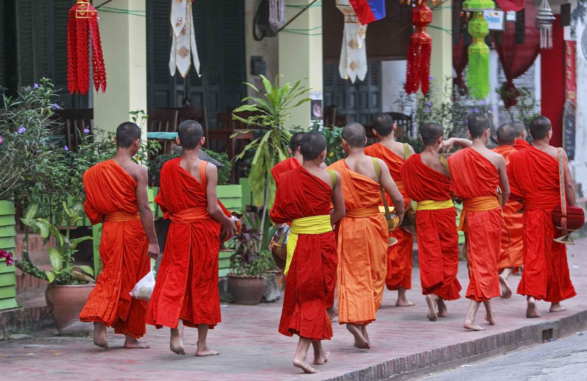 Luang-Prabang-moines-Boun-Ok-Phansa-Amplitudes