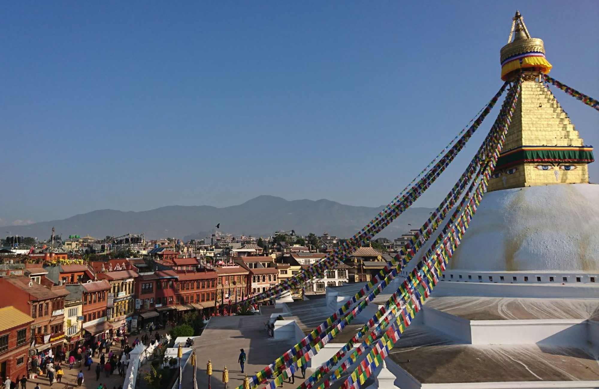 Katmandou vue d'un Stupa et de l'Himalaya - voyage au Népal Amplitudes