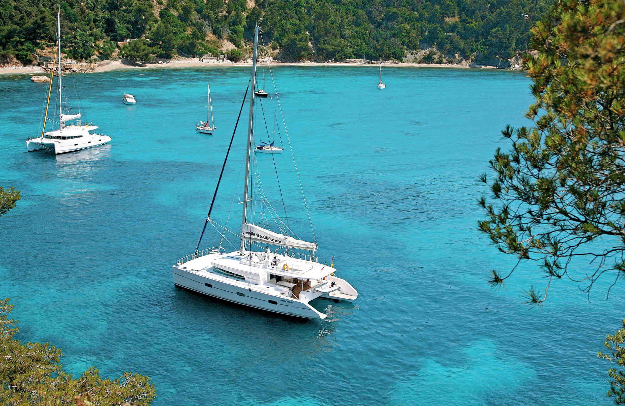 Location de catamaran privé ou à la cabine par Amplitudes