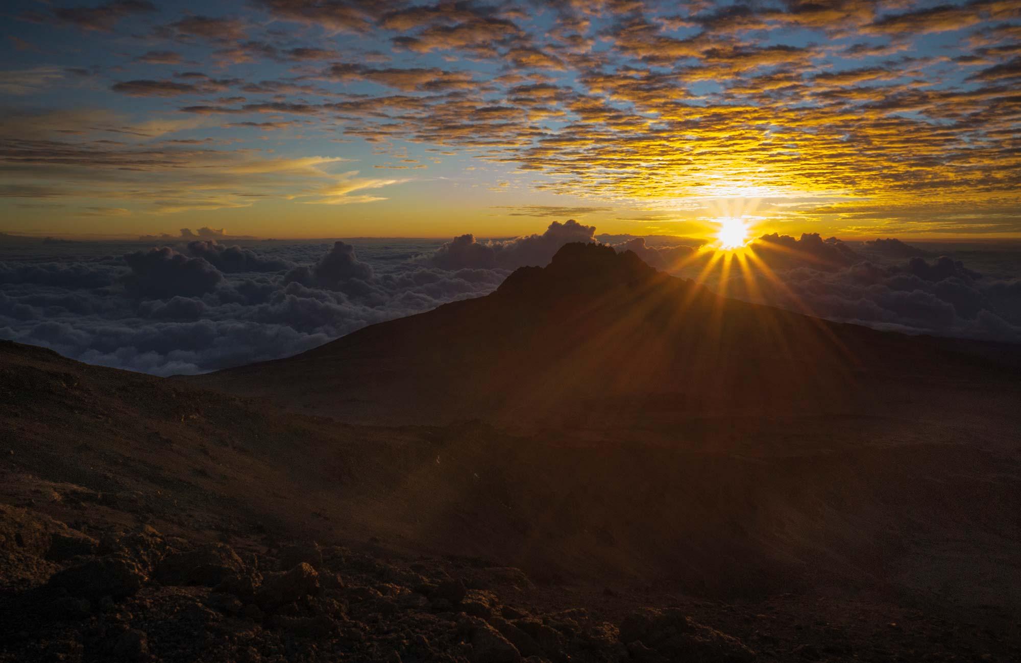 golden hour soleil sommet Kilimandjaro pour partir en Tanzanie avec Amplitudes