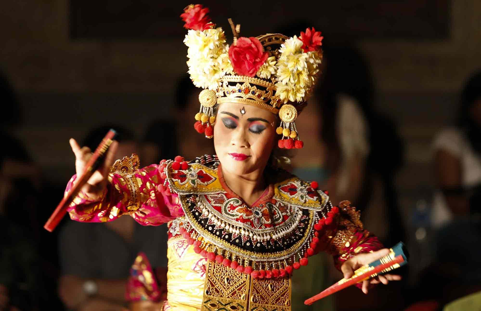 danse traditionnelle legong Bali en Indonésie par Amplitudes voyage