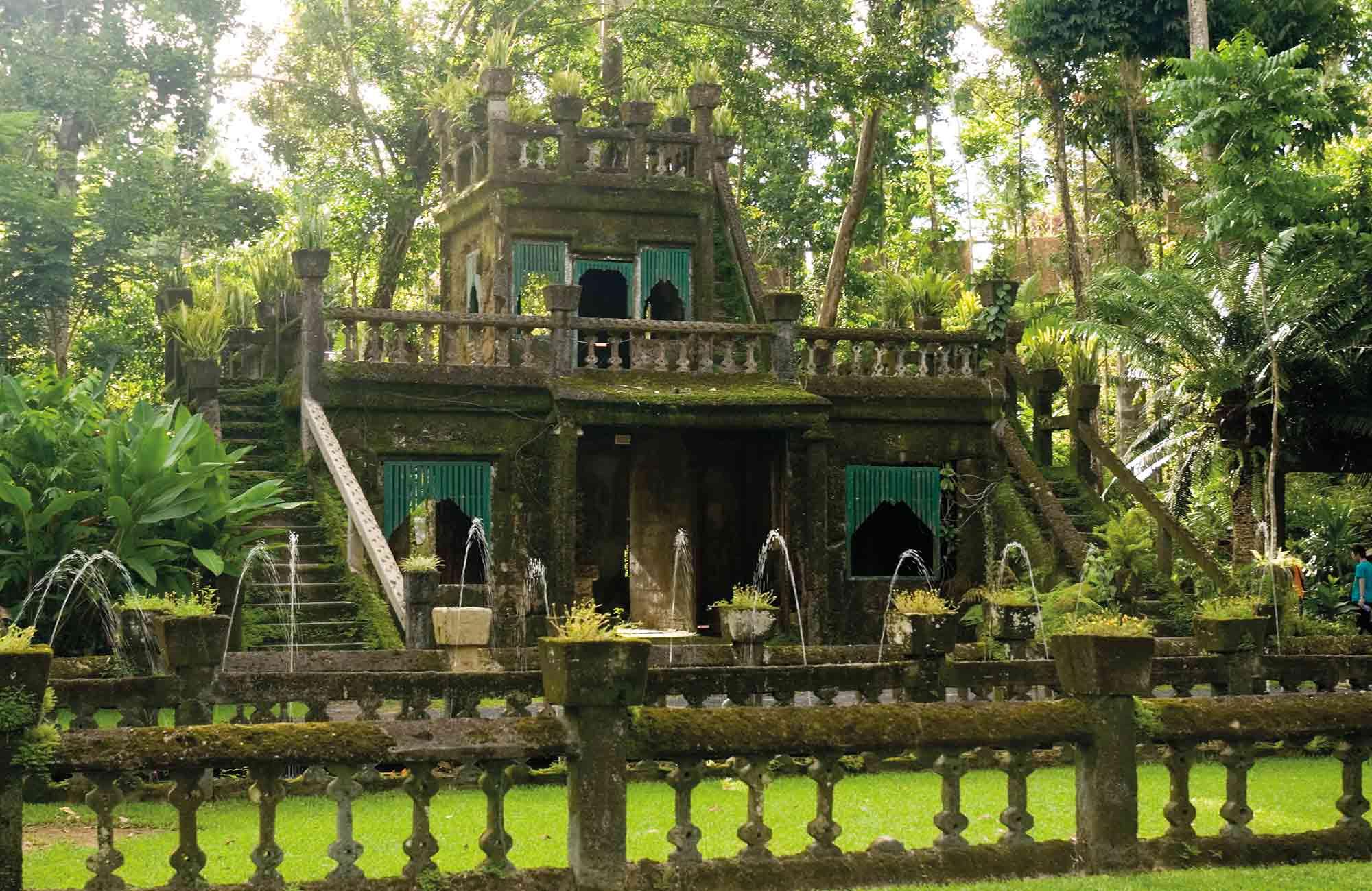 Australie-paronella-park-laputa-chateau-dans-le-ciel-lieu-réel-miyazaki-studio-ghibli-amplitudes