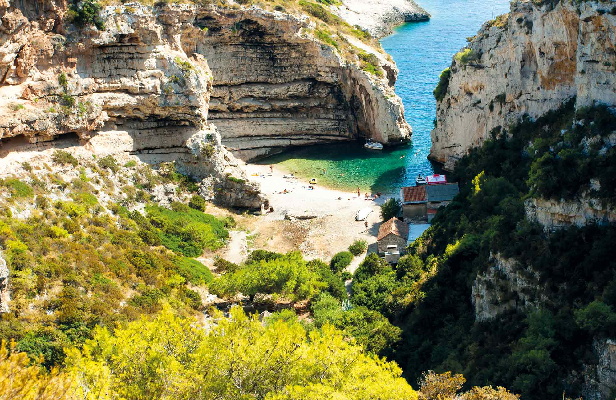 La baie de Stiniva en Croatie inspiration de Porco Rosso du studio Ghibli