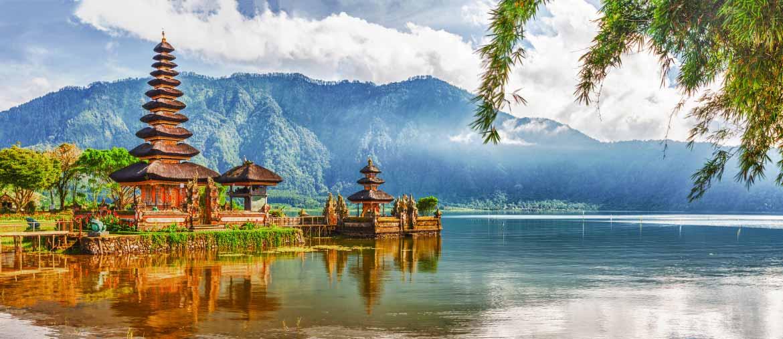 Quand-partir-en-indonésie-java-bali-temple ulun danu bratan-agence-de-voyage-amplitudes