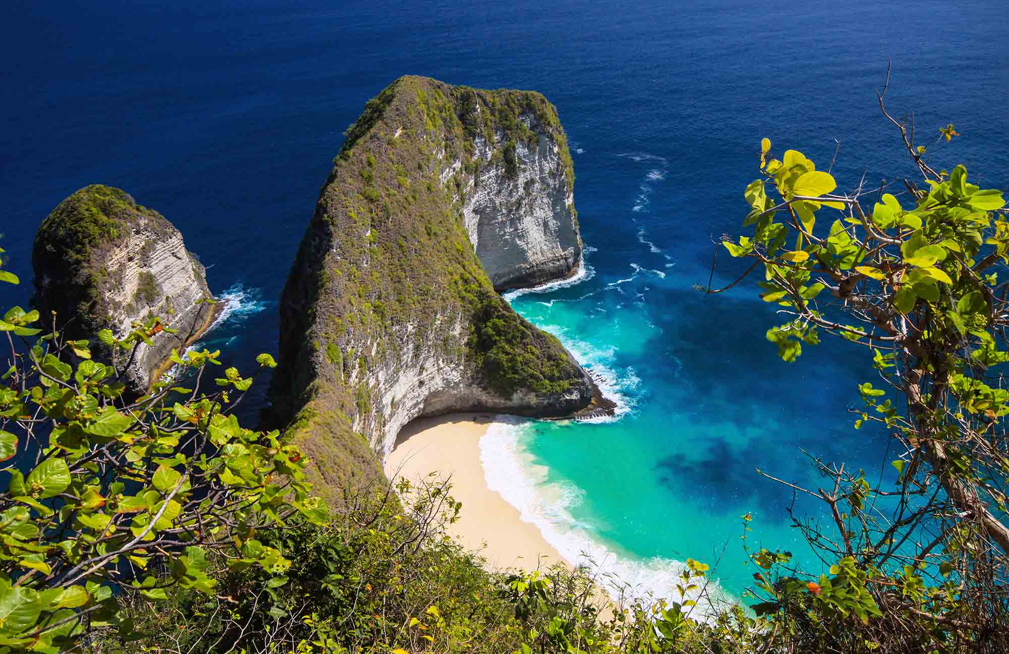 Crique et plage de l'Indonésie lors d'une croisière par Amplitudes