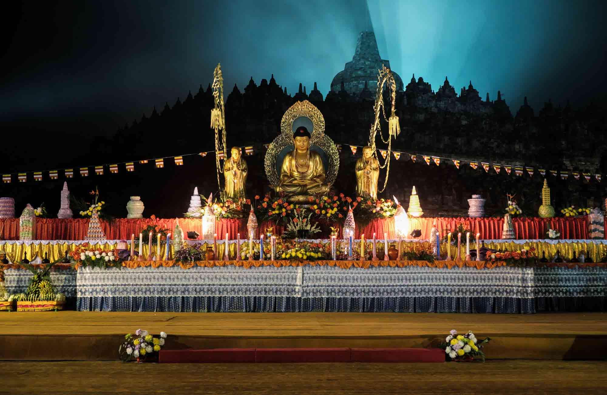 festival waisak à borobudur en Indonésie avec Amplitudes voyage