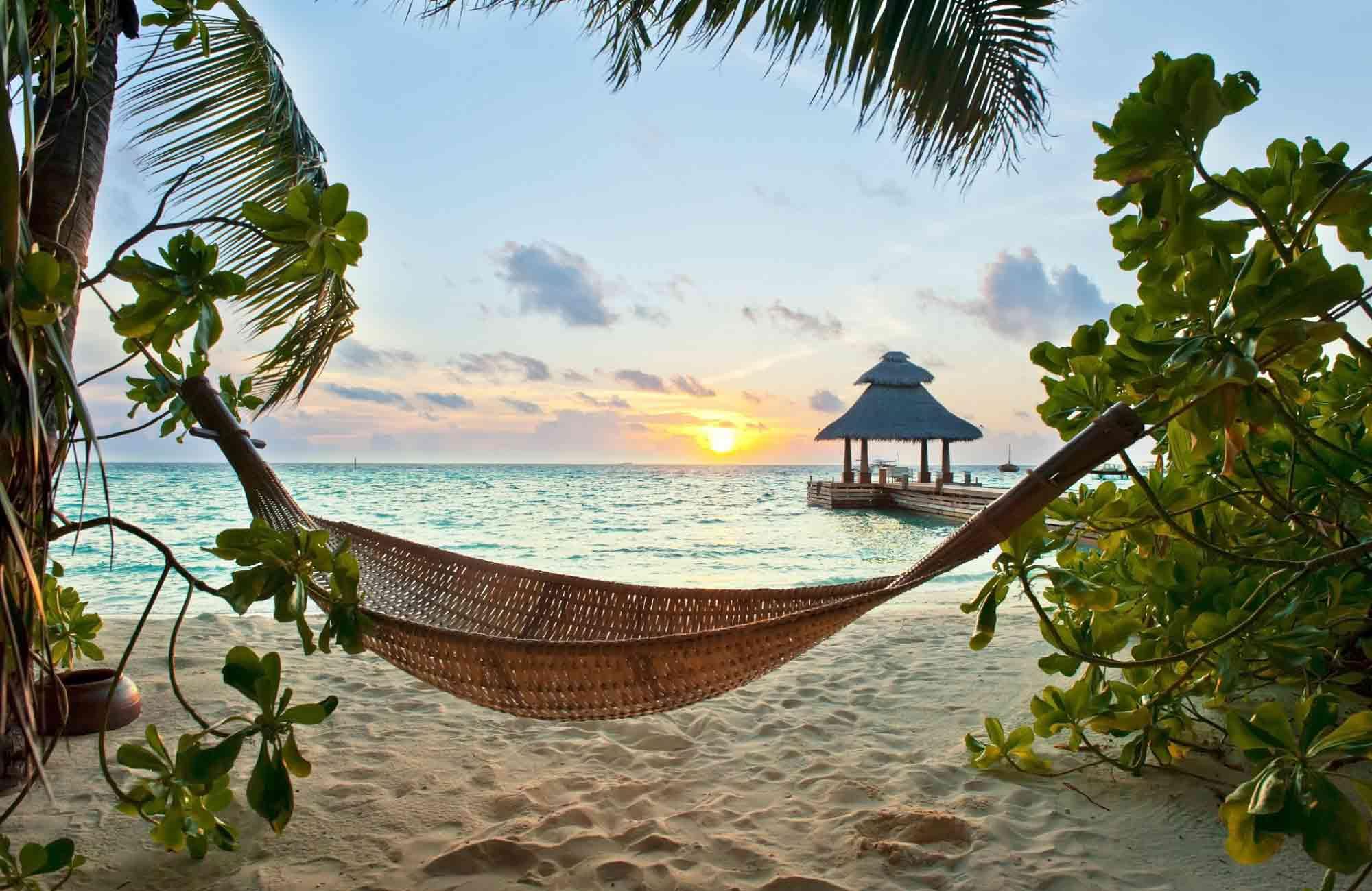 Voyage Maldives - hamac au coucher du soleil - Amplitudes