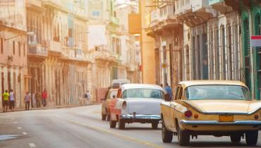 Voitures anciennes dans les rues de La Havane