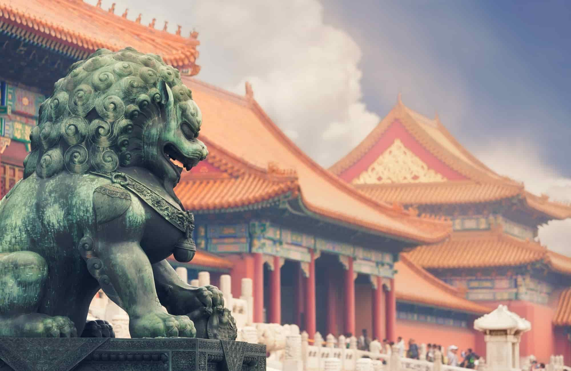A Pékin, le lion en marbre veille sur la Cité Interdite