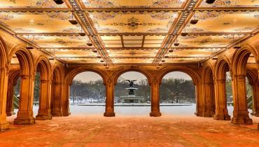 s'abriter sous les arcades enneigées de central Park