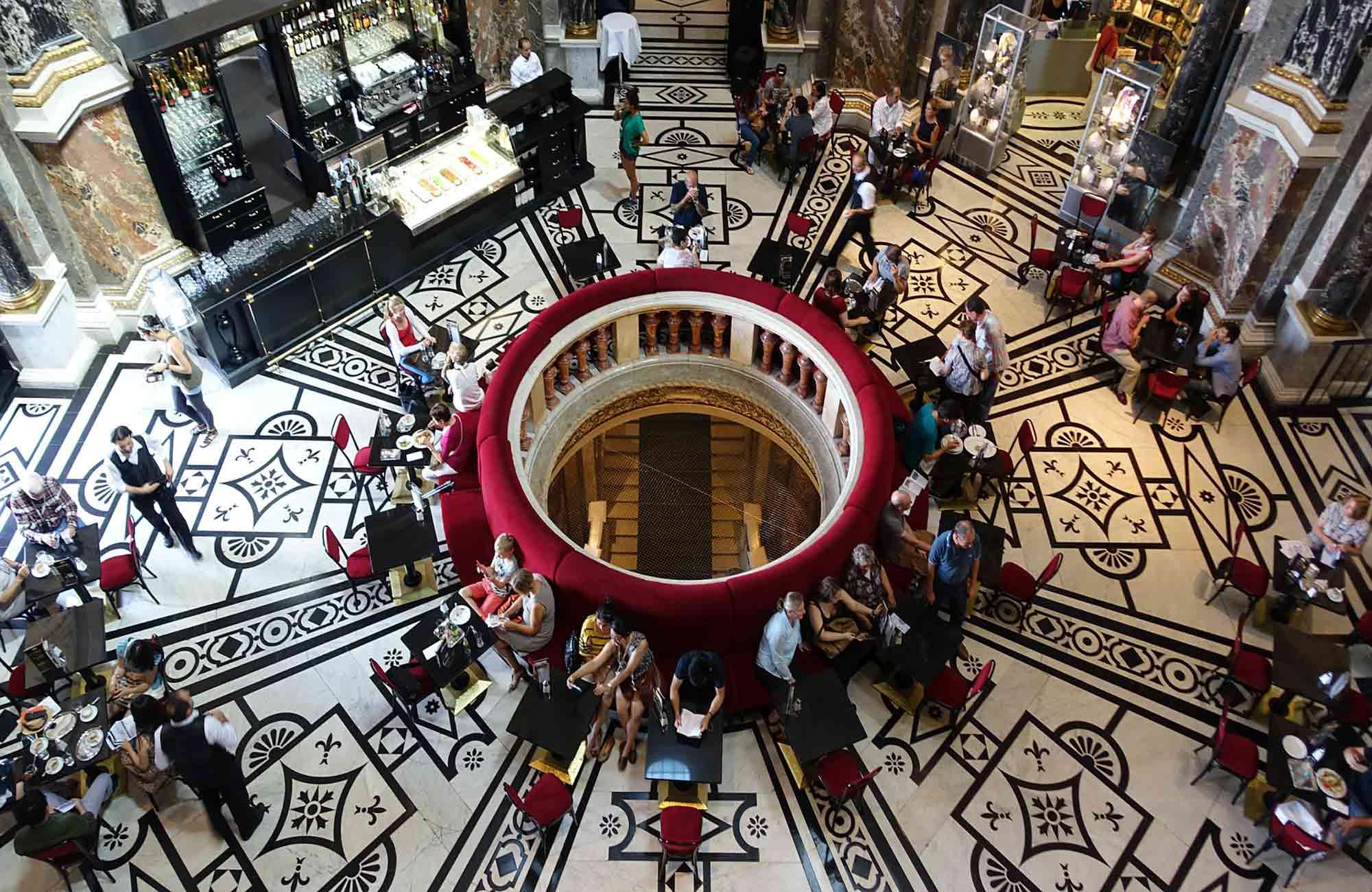 Il est temps de se poser dans les nombreux cafés baroques de Vienne !