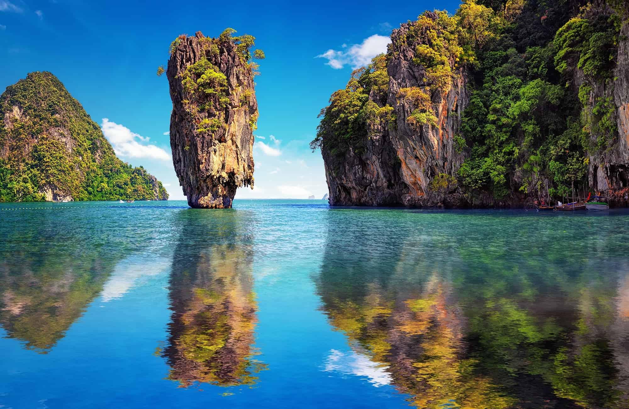 Rocher flottant de l'île James Bond sur la Baie de Phang Nga