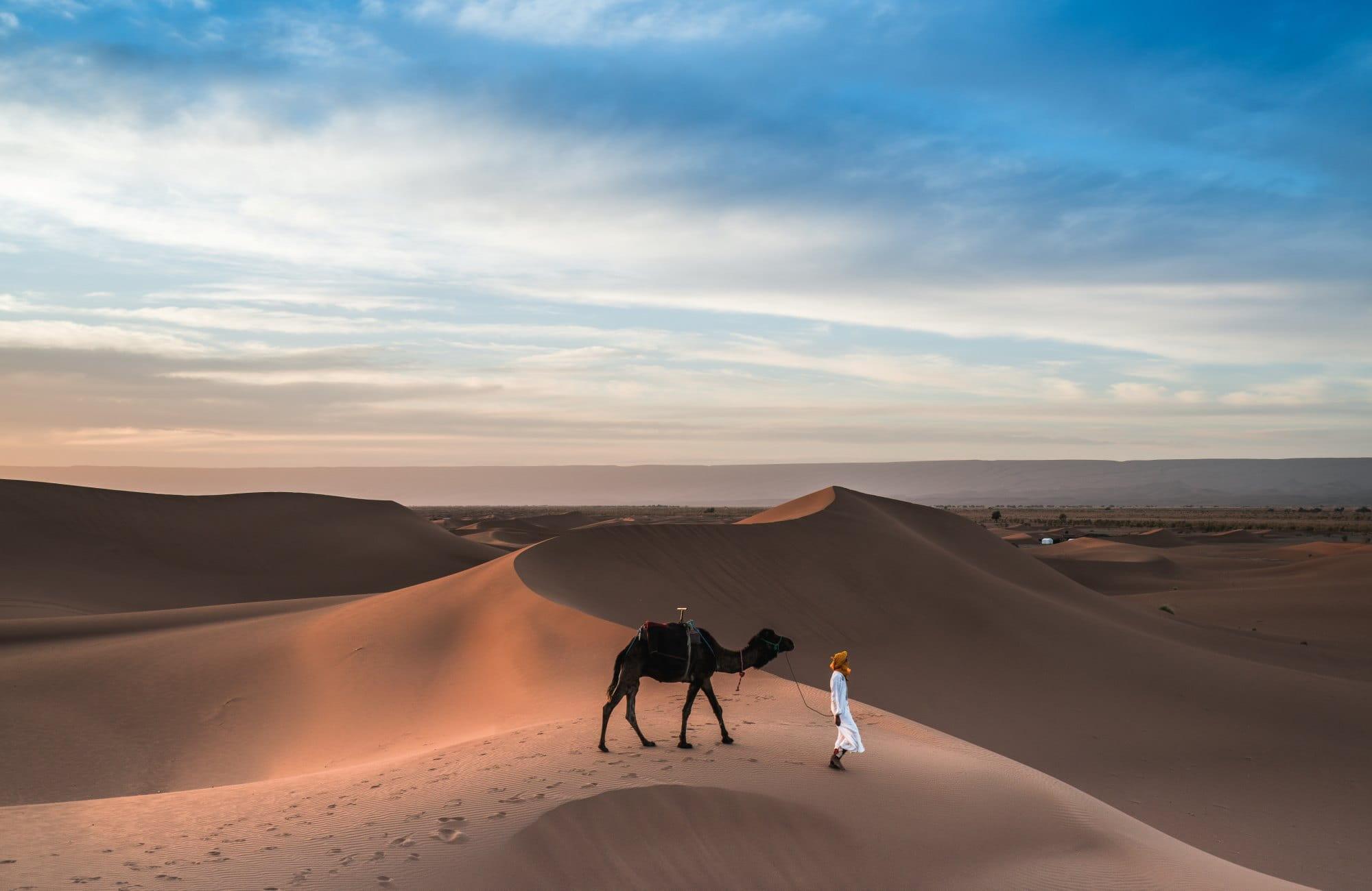 Touareg dans le désert du Maroc