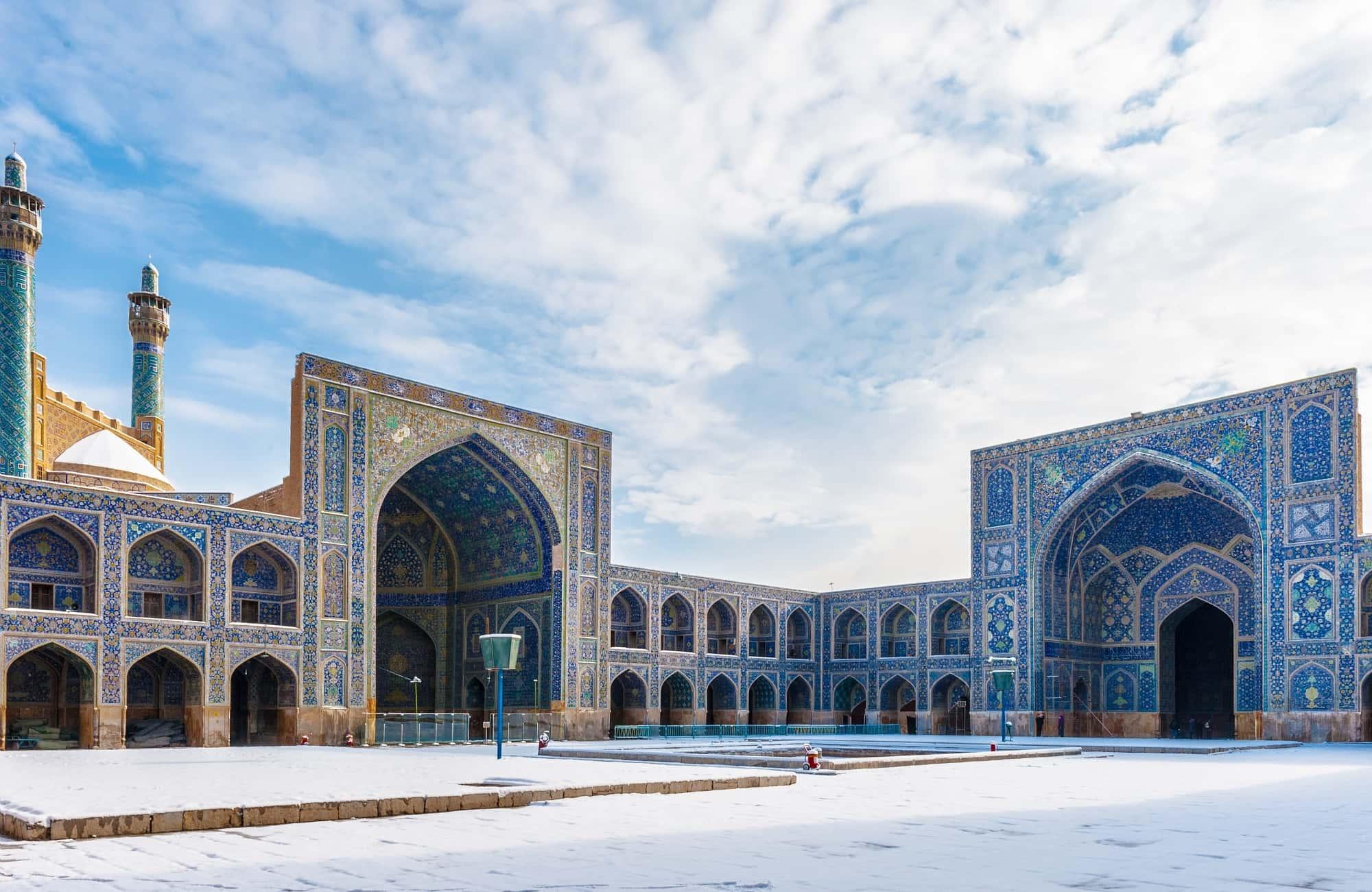 Cour extérieure de la mosquée Jameh et ses mosaïques bleues, Ispahan
