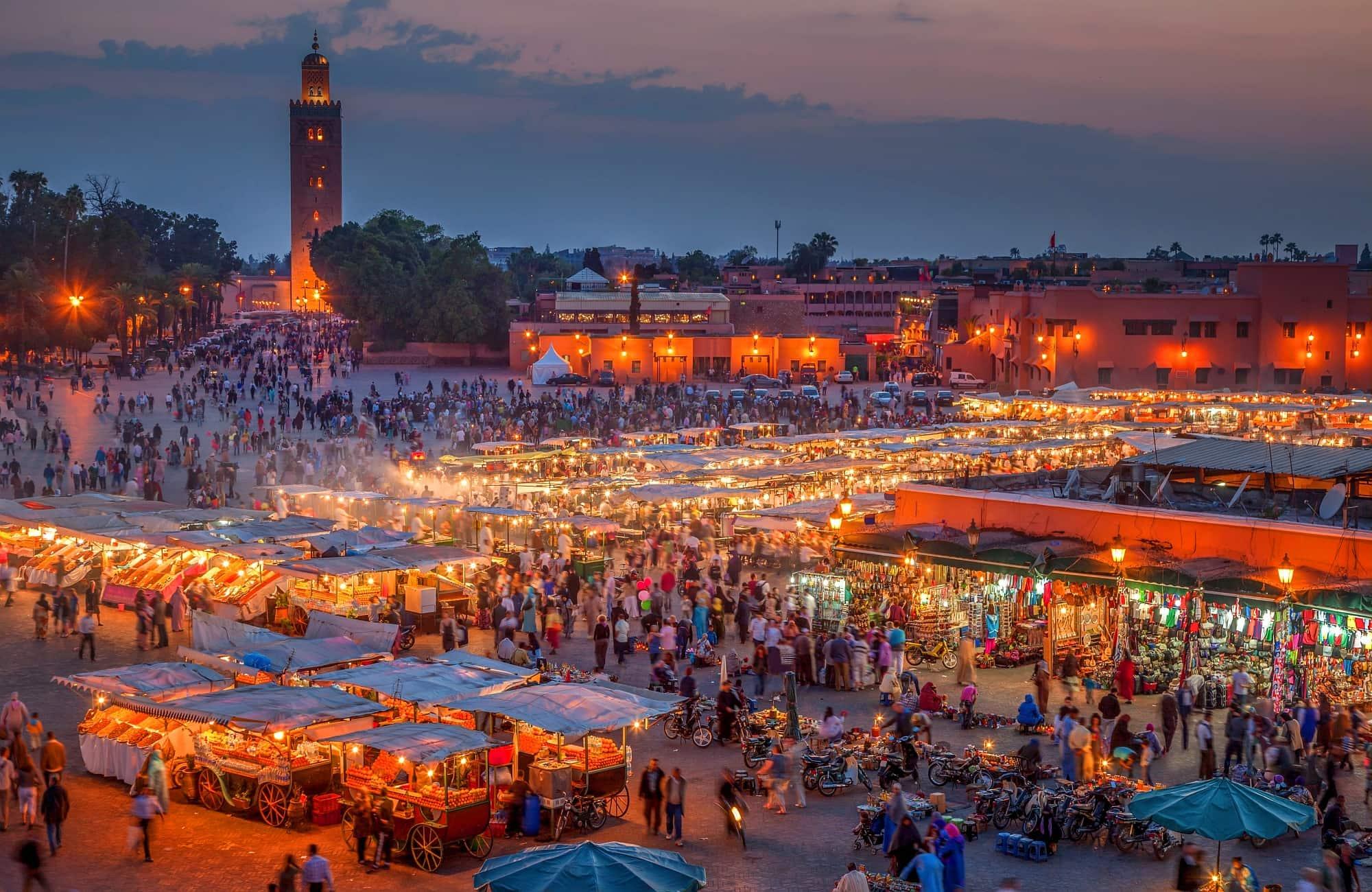 Marrakech Place Djemaa El-Fna à la tombée de la nuit
