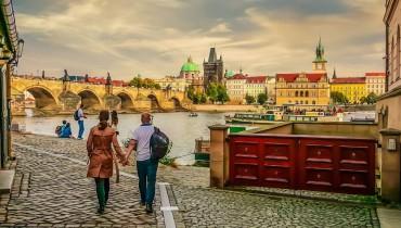 Voyager en road trip dans la belle ville de Prague en amoureux avec Amplitudes