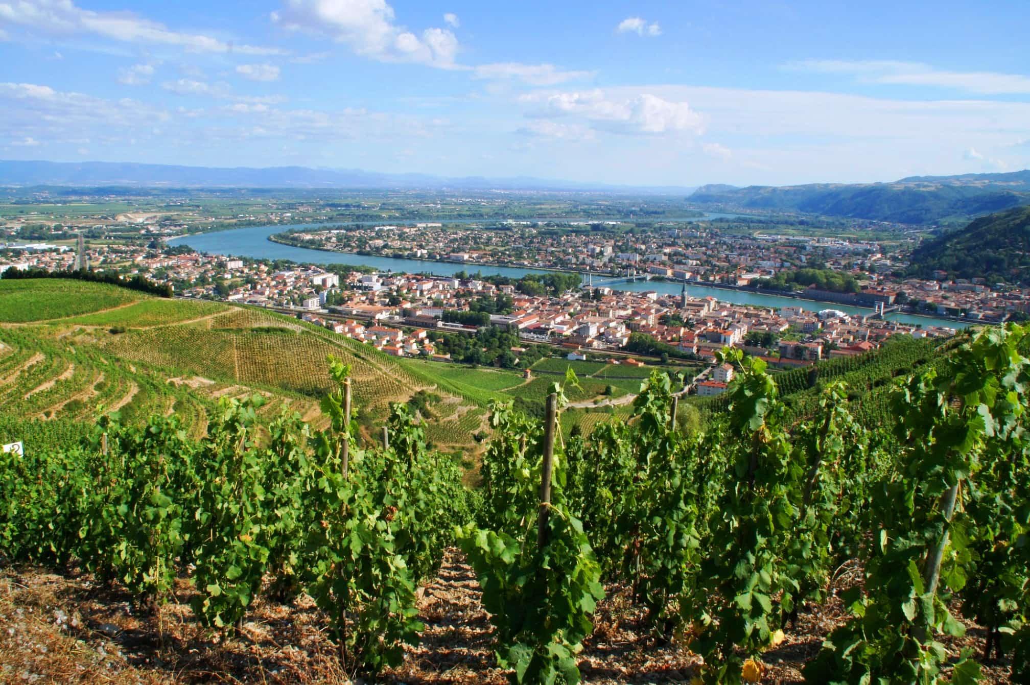 La vallée du Rhône et le village de Tain Tain-l'Hermitage