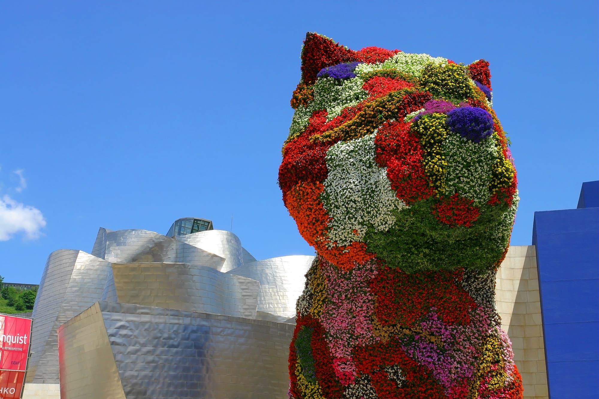 Puppy, chiot fleuri trônant devant le musée Guggenheim