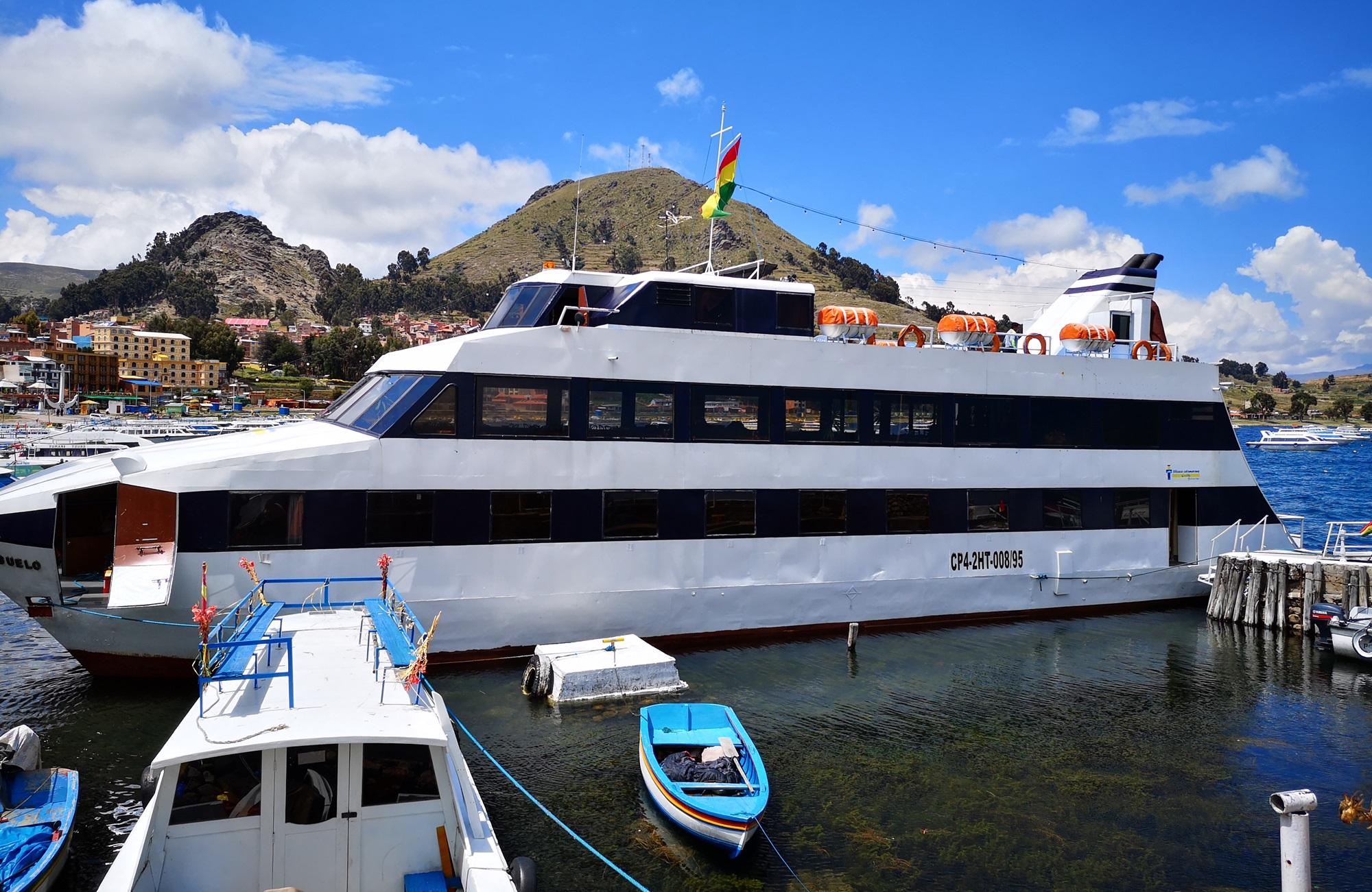 Entre Copacabana, l'Isla Del Sol et Chua, embarquez à bord d'un catamaran pour une croisière originale.
