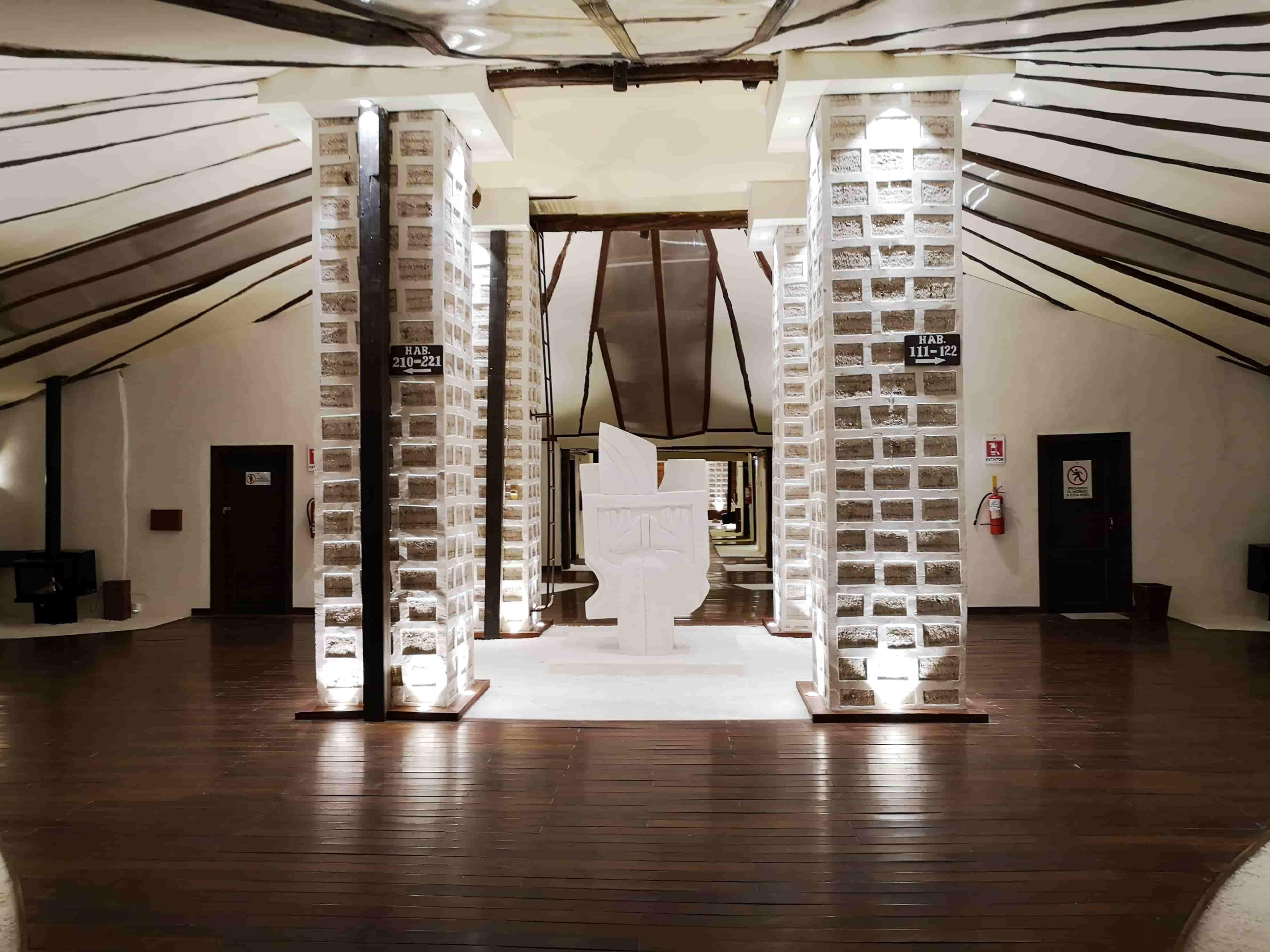 Passez la nuit dans le Palacio de Sal , un hôtel de caractère qui offre des vues exceptionnelles sur le salar d'Uyuni.