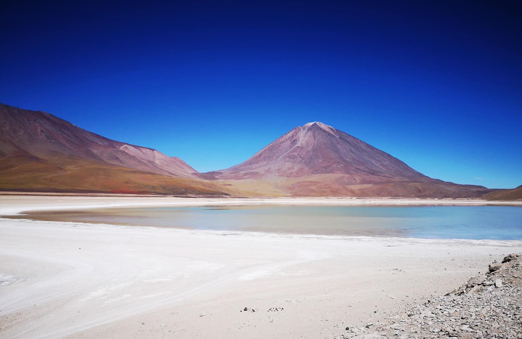 Tunupa, Licancabur ou Ollague : les volcans sont nombreux dans le Sud Lipez, trônant au dessus des lagunes colorées.