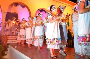 Parade mexicaine colorée pour fêter el Dia de los Muertos...