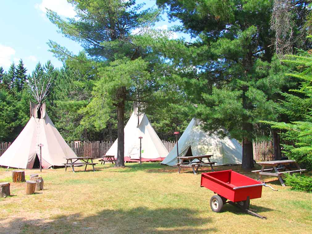 quebec_decouvrir_culture_amerindienne_tipis