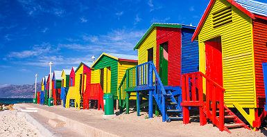 Les cabanes colorées de St James Beach, Cape Town, Afrique du Sud