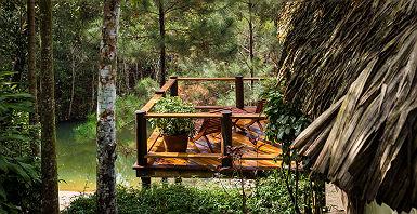 Vue sur la cabane du lodge Blancaneaux à Mountain Pine Ridge Reserve