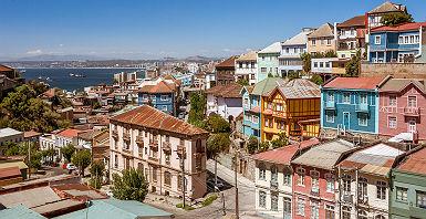 Chili - Vue sur les maisons colorées à Valparaiso
