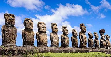 Ile de Pâques- Statues Ahu Tongariki dans la plage Anakena