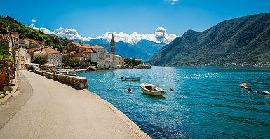 Montenegro - Sur les quais de la ville de Perast
