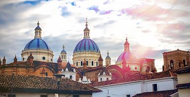 Equateur - Vue sur les dômes de la cathédrale de l'immaculée conception à Cuenca