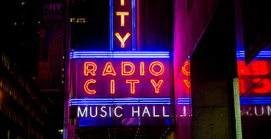 "Etats-Unis - New York - ""Radio City Music Hall"" la nuit"