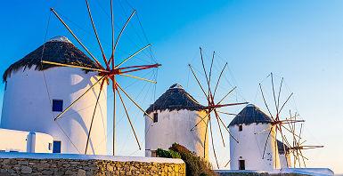 Grèce - Rangée de moulins à vent à Mykonos, les Cyclades