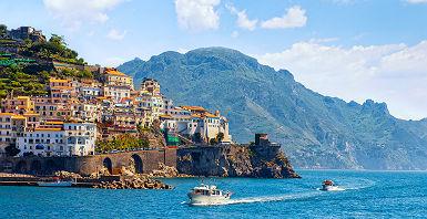 Ville d'Amalfi sur la mer Méditerranée - Italie