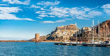 Sardaigne - Vue sur le port de la ville de Castelsardo