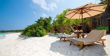 Barefoot Eco Resort - Bungalow et terrasse sur la plage
