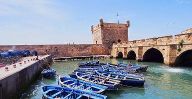 Bateaux dans la ville d'Essaouira au Maroc