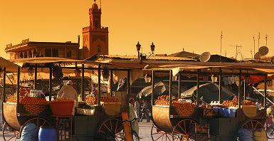 Marché sur la place Jemaa el-Fna à Marrakech, au Maroc