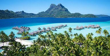 Bora Bora Pearl Beach Resort - Vue sur les villas sur pilotis entourées par la mer